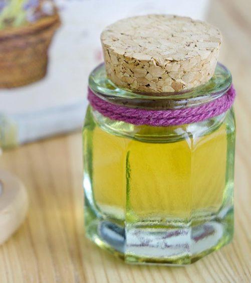 How To Use Castor Oil For Treating Dandruff?