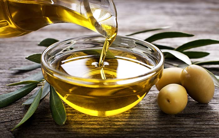 2. Castor Oil And Olive Oil For Acne