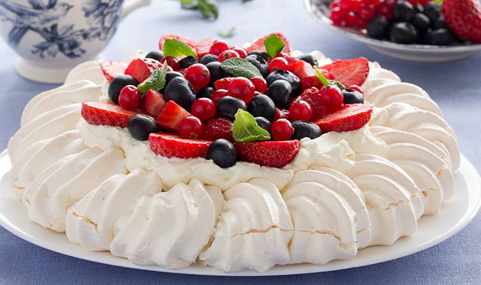 5 yummy egg white dessert recipes you must try out egg white dessert pavlova forumfinder Gallery