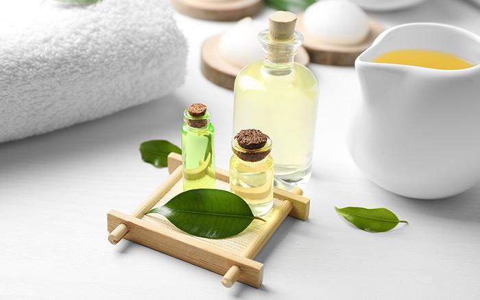 1. Tea Tree Oil For Lice