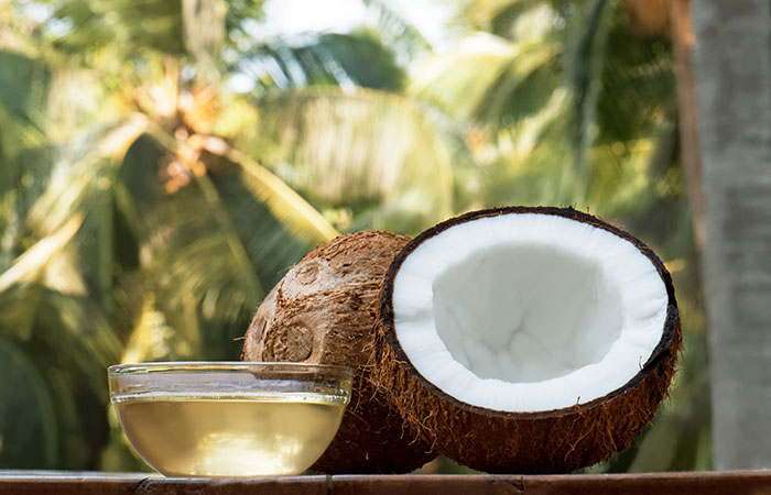 2. Mix Castor Oil And Coconut Oil
