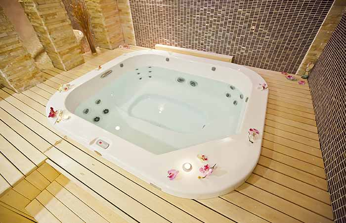 3. Hot Tubs With Essential Oils