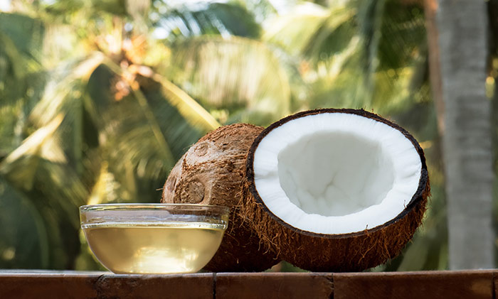4. Coconut Oil And Tea Tree Oil For Lice