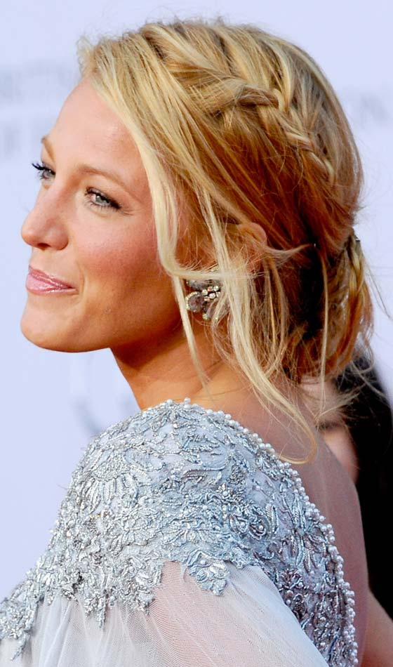 10 beautiful side swept updos to try today romantic braided updo solutioingenieria Choice Image