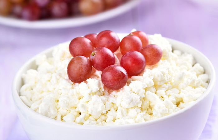 Cottage-Cheese-And-Grapes