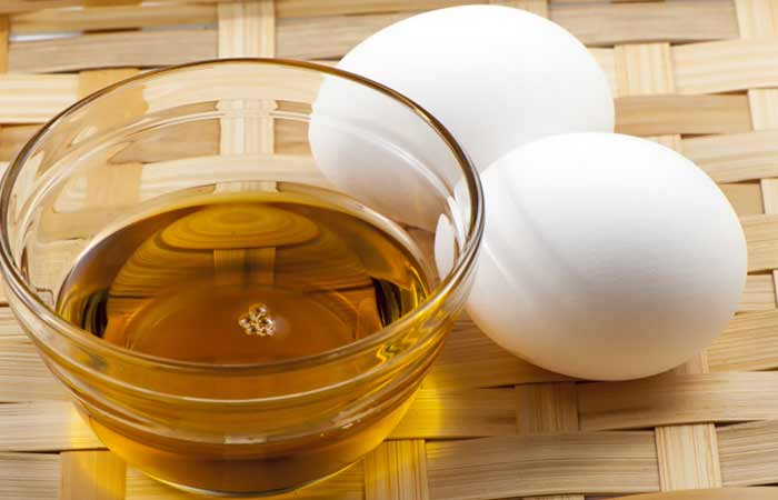 2.-Egg-And-Olive-Oil-Hair-Mask