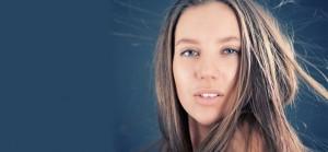 6 Tricks To Keep Hair Flyaways In Place