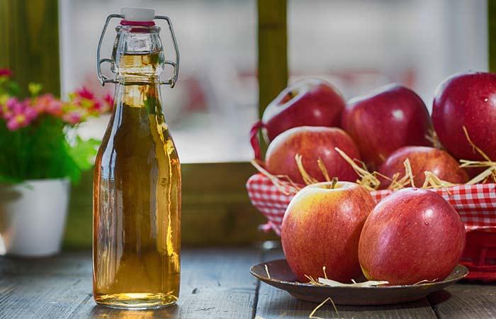 1.-Apple-Cider-Vinegar-For-White-Teeth
