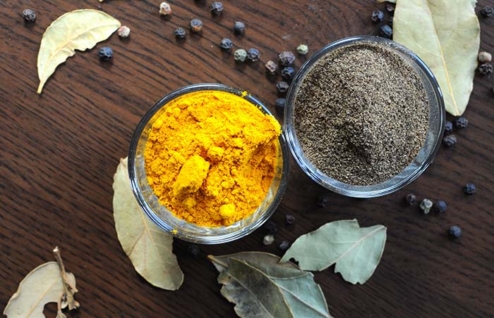 8. Turmeric And Black Pepper For Loose Teeth