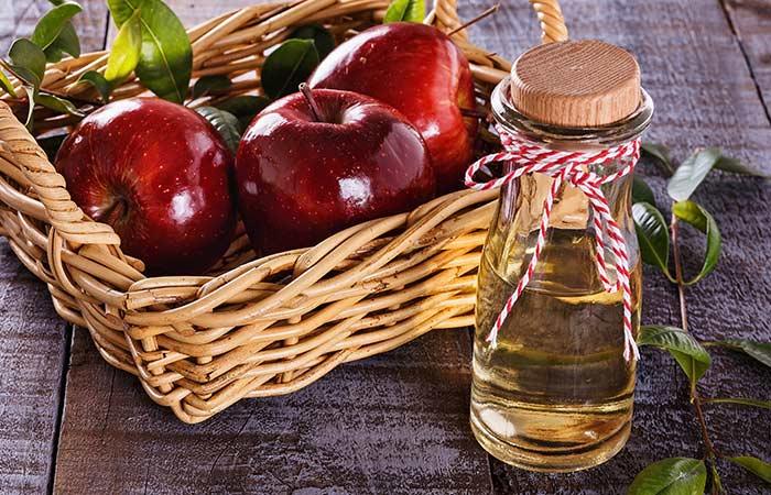 2. Apple Cider Vinegar And Tea Tree Oil For Warts