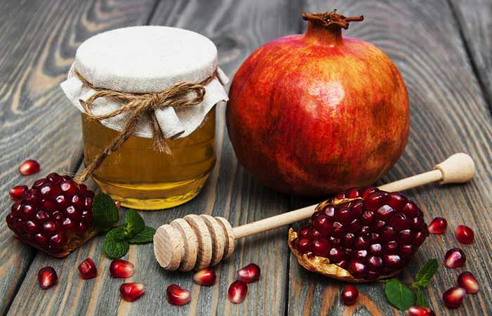 Pomegranate And Honey Face Mask For Moisturized Skin