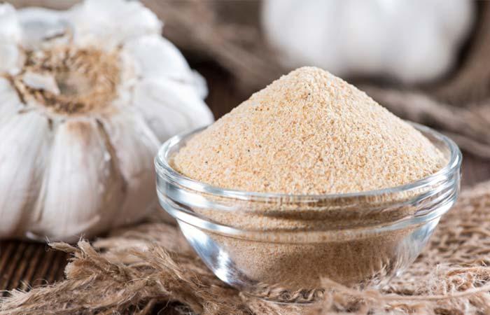 2.-Castor-Oil-And-Garlic-For-Moles