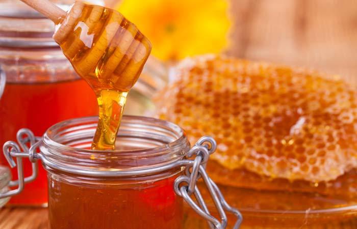 3.-Honey-And-Castor-Oil-For-Moles