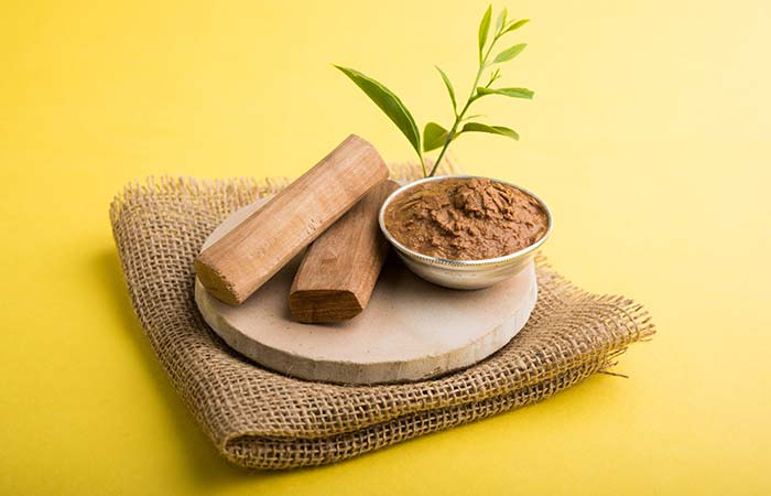 4. Sandalwood And Rose Water For Dry Skin