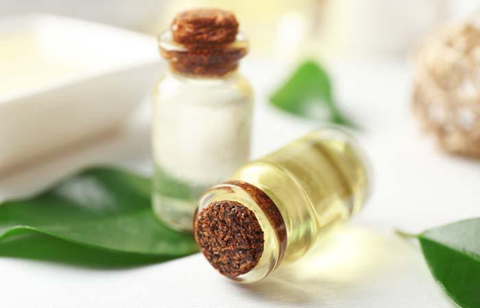 4.-Tea-Tree-Oil-And-Castor-Oil-Mixture-To-Treat-Moles