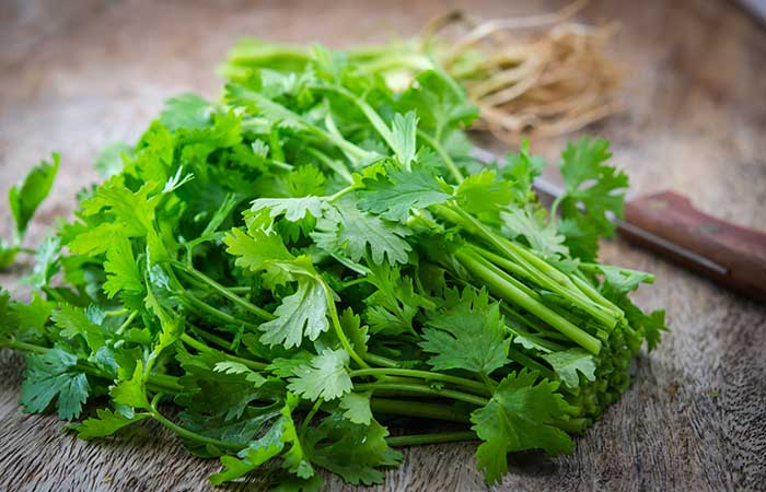 5. Parsley And Lemon Juice For Dark Spots