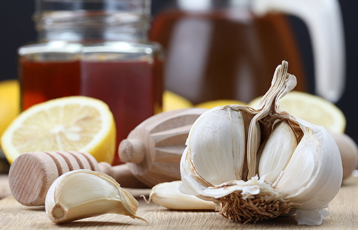 Honey,-Lemon-Juice,-And-Garlic-For-Cough