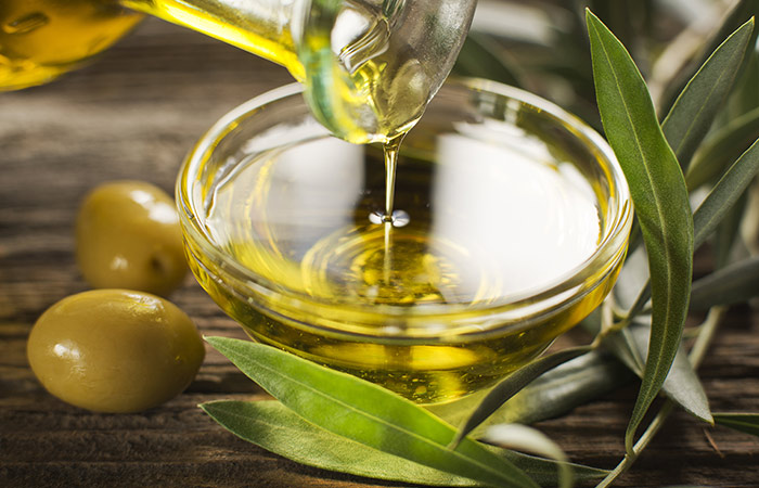 Honey,-Lemon-Juice,-And-Olive-Oil-For-Cough