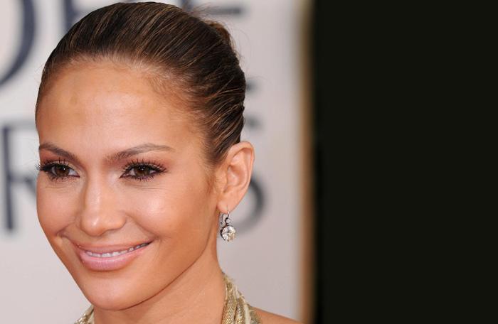Makeup For Gold Dress - Idea 1: Jennifer Lopez's Red Carpet Look