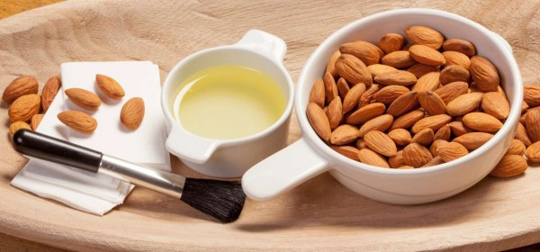 Almond-Oil--Remove-Makeup