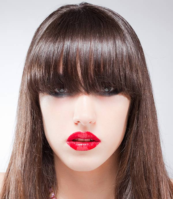 Brunette-woman-portrait-with-plumpy-red-lips