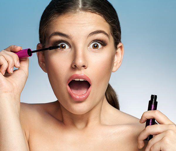 Surprised-woman-with-Mascara