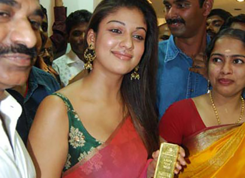 Nayanthara Without Makeup In Deep Pink Chiffon Saree