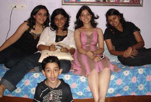 Tamanna Bhatia Surrounded By Family And Friends