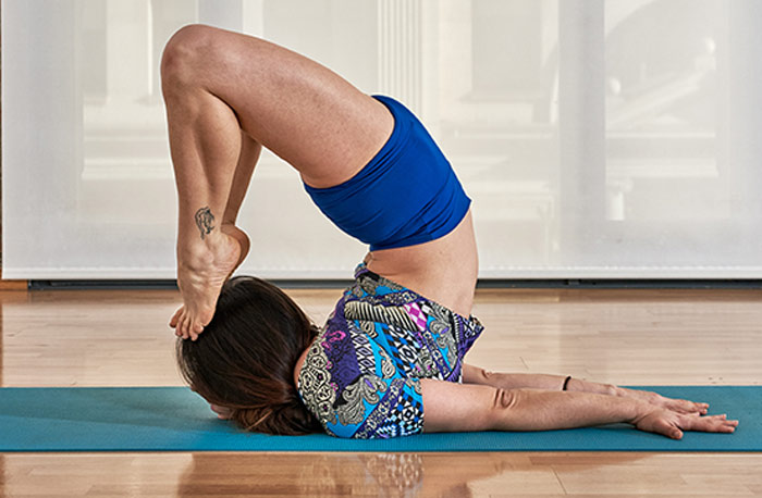How-To-Do-The-Viparita-Salabhasana.....