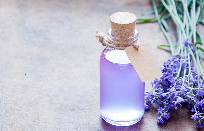 6. Lavender Oil And Tea Tree Oil For Hair Growth - HOE TEA TREE OIL TE GEBRUIKEN OM HAARGROEI TE BEVORDEREN