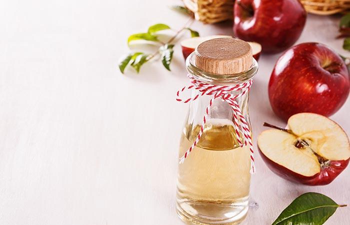 9.-Tea-Tree-Oil-And-Apple-Cider-Vinegar-Hair-Rinse-For-Hair-Growth