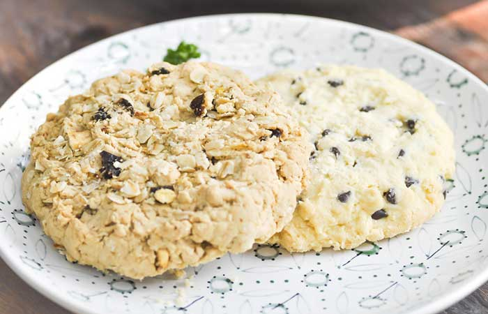 Raisin-&-Almond-Cookie