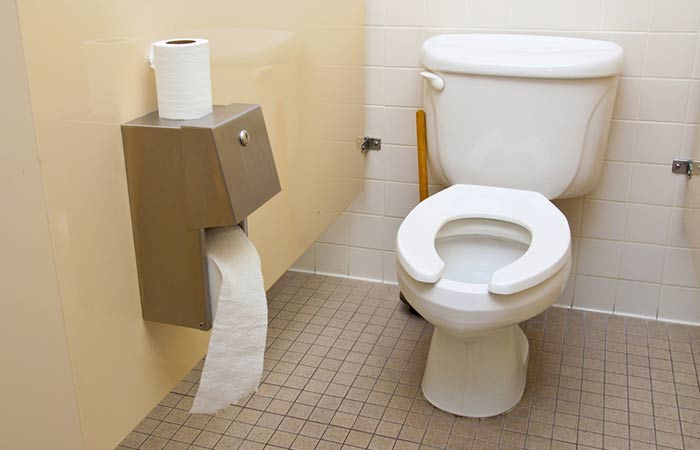 After-Reading-THIS,-You'll-Never-Put-Toilet-Paper-On-The-Toilet-Seat-Again1