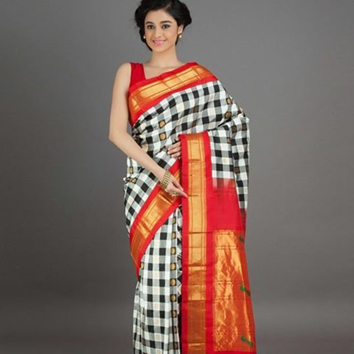 Checked Body And Orange Pallu Paithani Saree Design