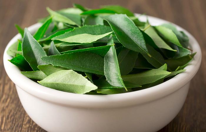 Curry Leaves And Yogurt - HOE YOGHURT TE GEBRUIKEN VOOR HAARGROEI
