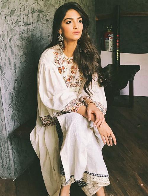 Sonam-Kapoor-In-Khadi-Salwar