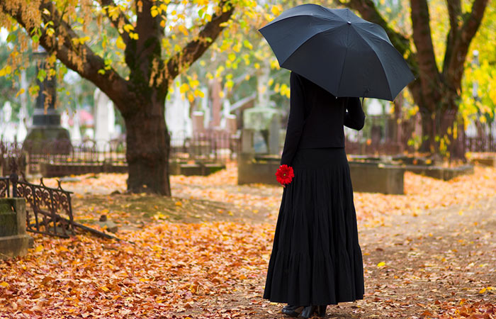 Monsoon-Funeral---What-To-Wear-To-A-Rainy-Day-Funeral