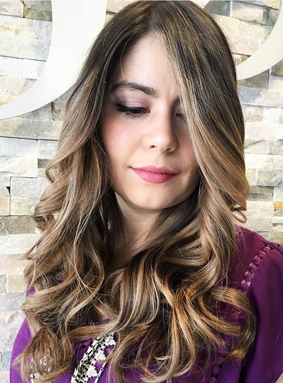 Vibrant-Honey-Blonde-Highlights