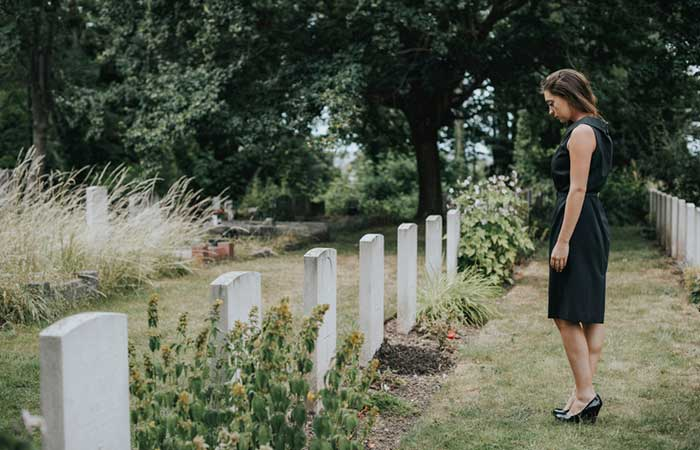 What Women Should Wear To A Funeral Guidelines