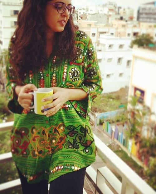 15. Eski bir sari gömleğe neden olmasın