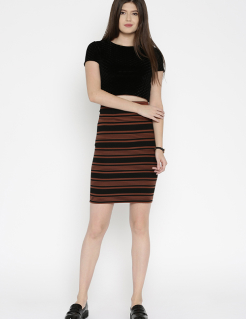 8. Crop Top With A Pencil Skirt