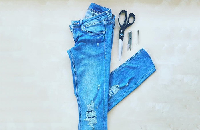 How To Make A Ripped Jeans - DIY Tutorial