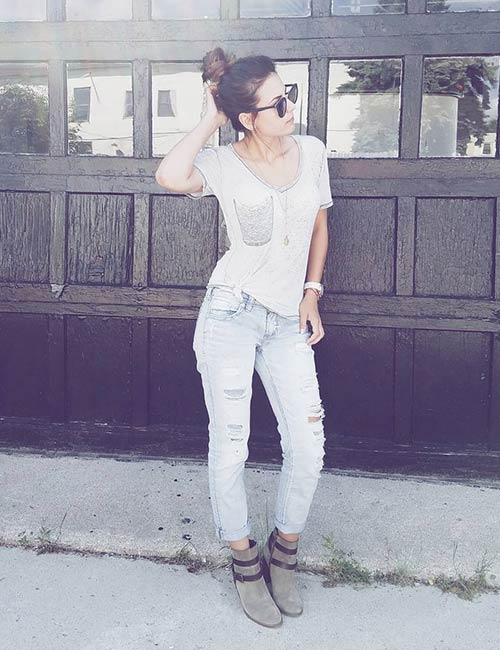 c53d20351b3 Distressed Boyfriend Jeans With A Plain Top