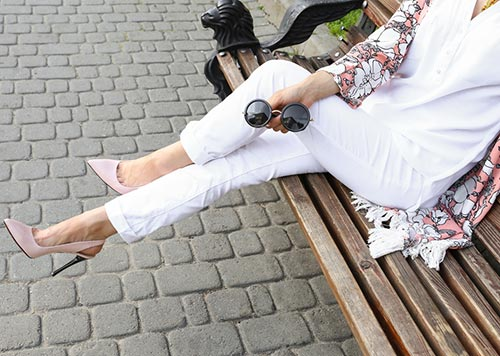 What shoes to wear with white jeans