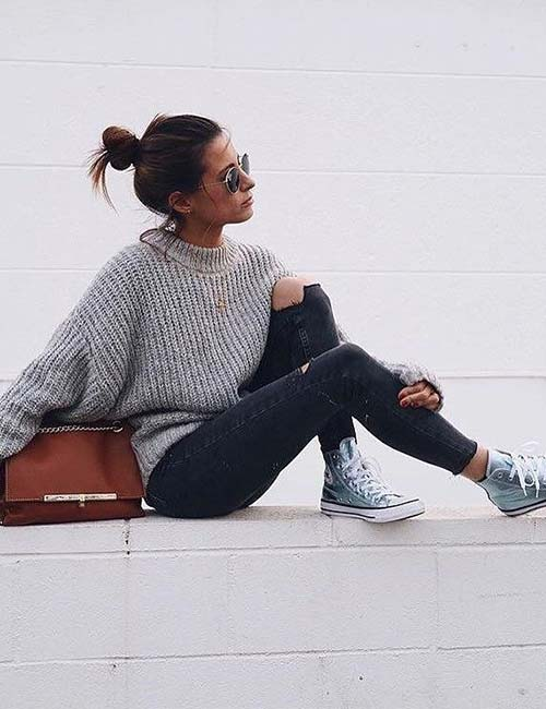 What To Wear With Black Jeans - Distressed Jeans And Oversized Sweater