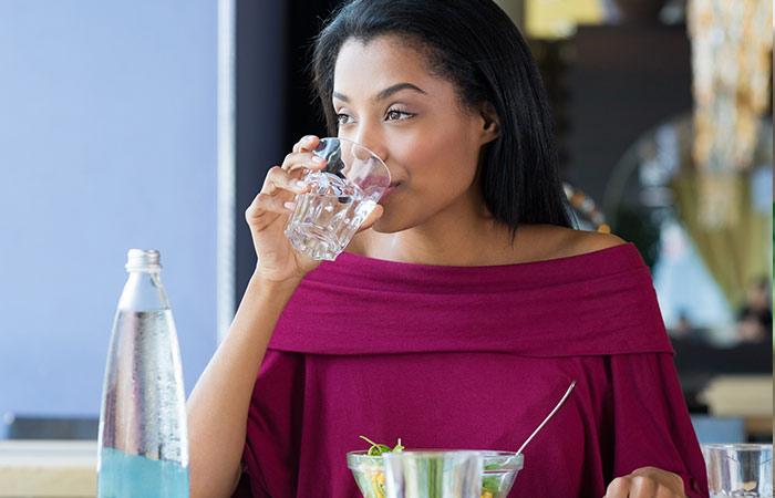 6.-Avoid-water-consumption-during-a-meal