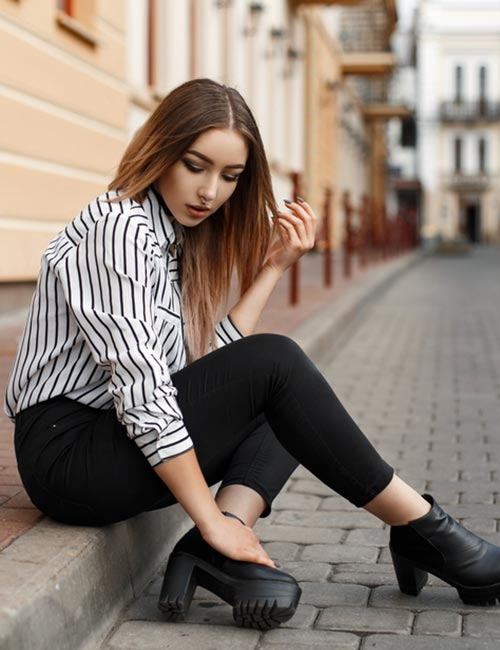 What To Wear With Black Jeans - Black And White Striped Shirt