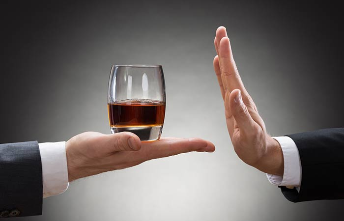 7.-Avoid-drinking-alcohol-on-an-empty-stomach