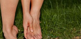 Does-Heat-Cause-You-To-Have-Swollen-Feet-Here-Are-7-Ultimate-Lifehacks-To-Instantly-Get-Rid-Of-This-Problem