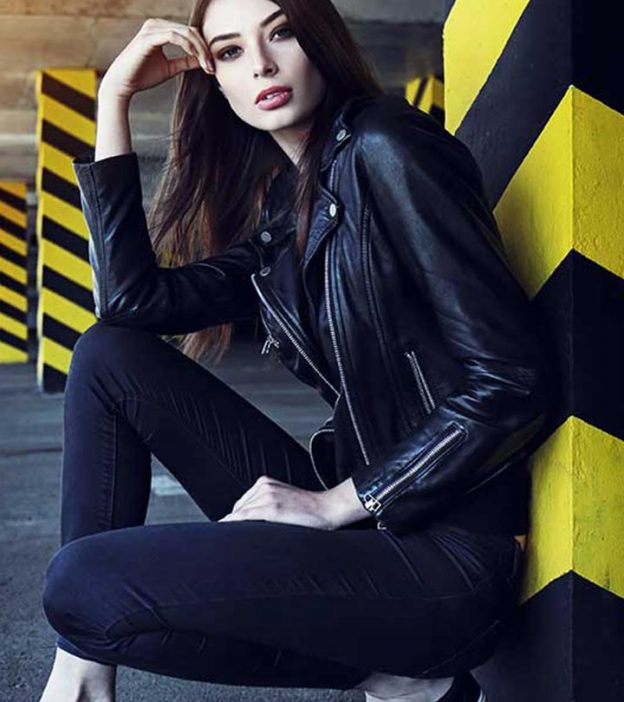 25b52267c67 What To Wear With Black Jeans - 20 Styling And Outfit Ideas
